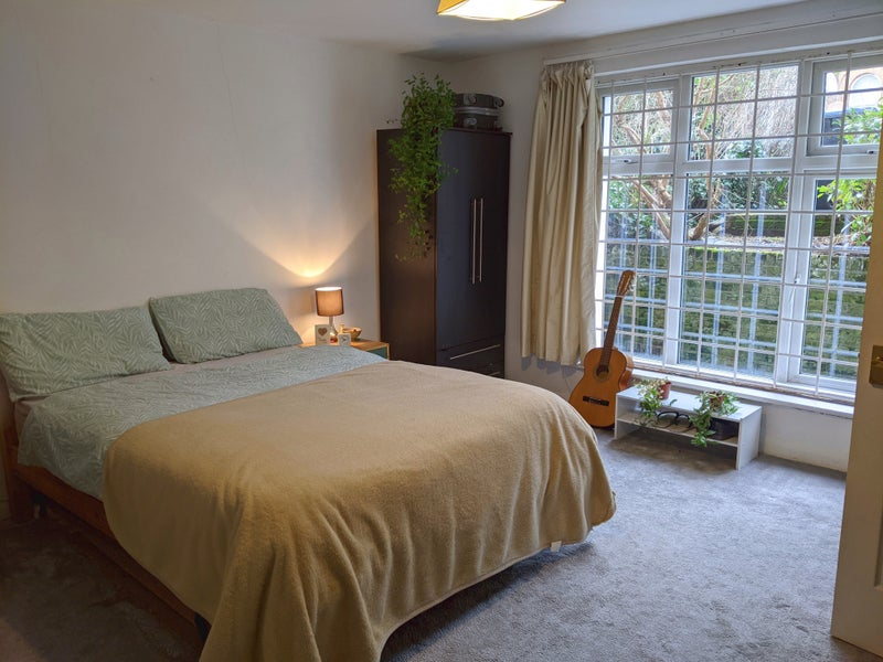 Large Double Room with Garden Queen's Park  Main Photo