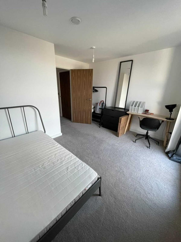 Double room in desirable Castlefield complex Main Photo