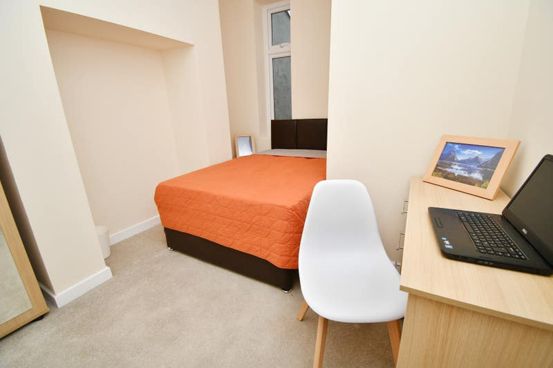 Newly Refurbished House Share Main Photo