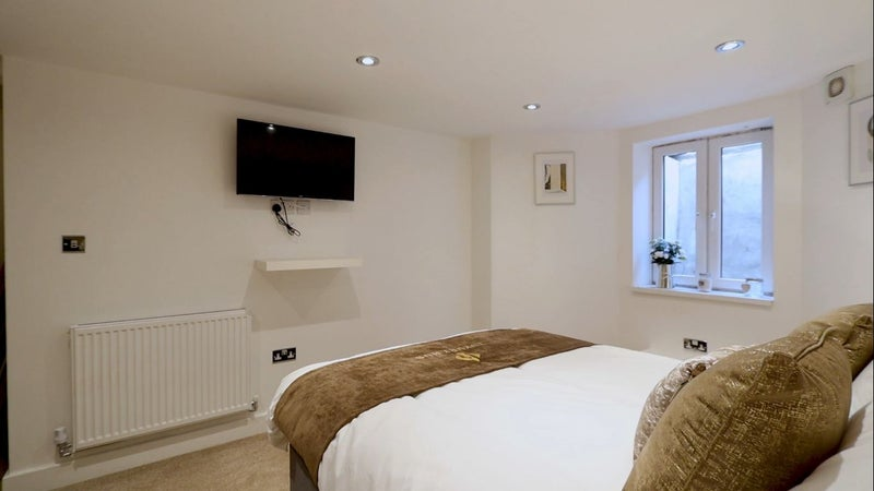 Lovely Ensuite Close to Stepping Hill Hospital :) Main Photo
