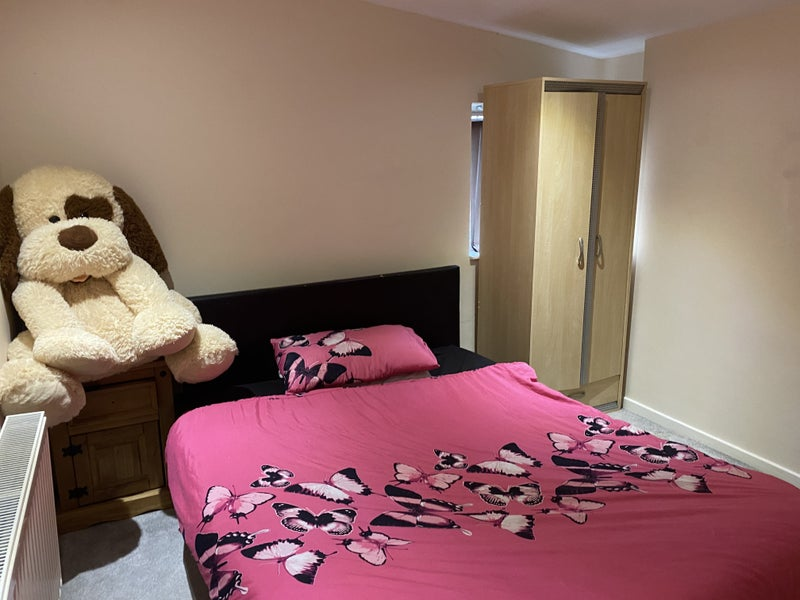 Double room to rent in Clean Home Main Photo