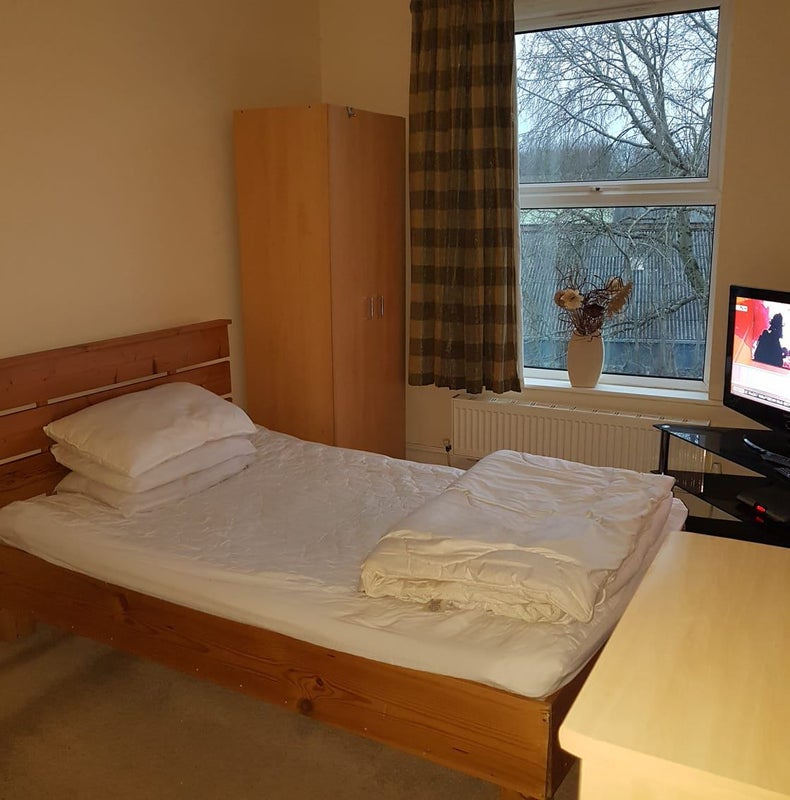 Room in Hyde Main Photo