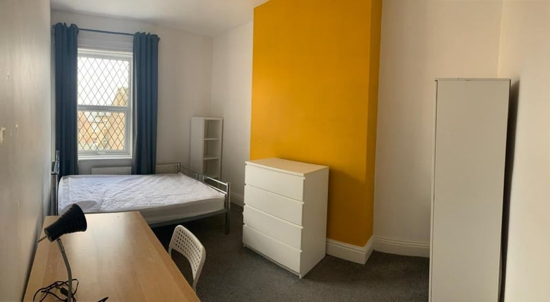 Student friendly accommodation in the Town Centre Main Photo