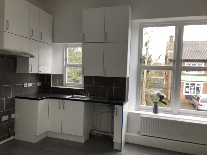 2 bedroom flat in period home, S12 Main Photo