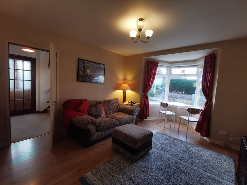 Double room available in spacious house Main Photo