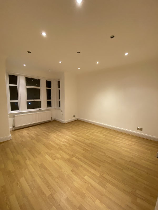 Available Now, Refurbished 3 Bed in Wembley Park Main Photo