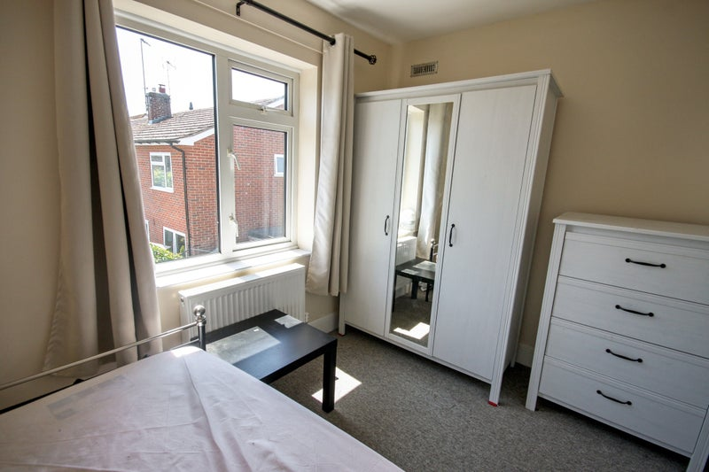 Single Room - 15 Mins from City Centre - Parking Main Photo