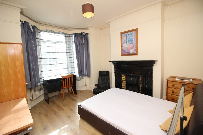 Double Room To Rent In Shared House, London Rd RG1 Main Photo