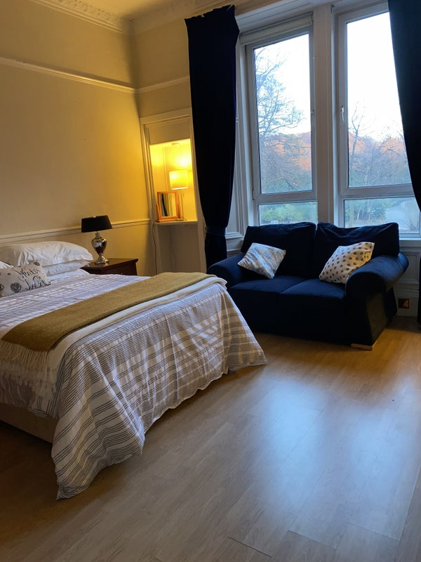 Bright Spacious Double Room - All Inclusive  Main Photo