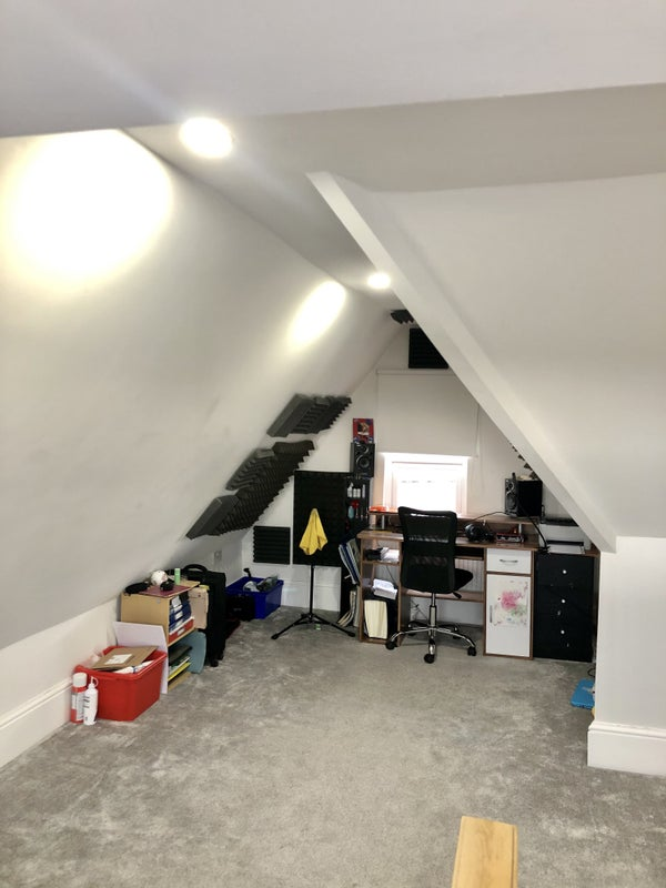 Attic room in 3 bed flat available Main Photo