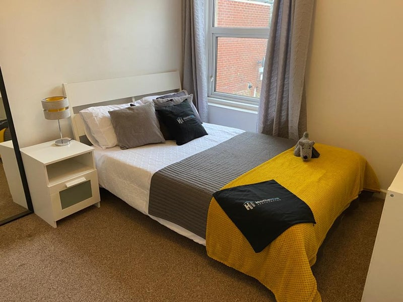 **Large Double Room - Great Location** Main Photo
