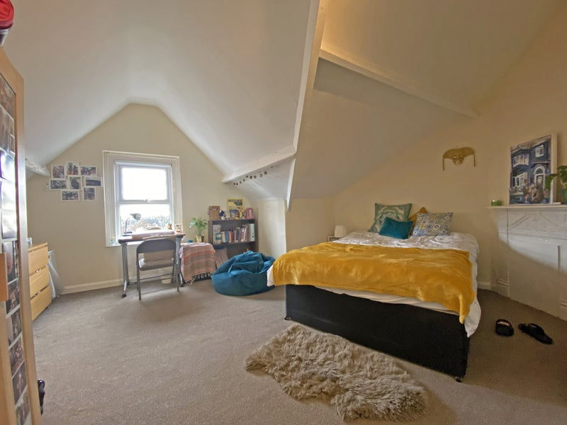 ATTIC room in central Headingley student share Main Photo