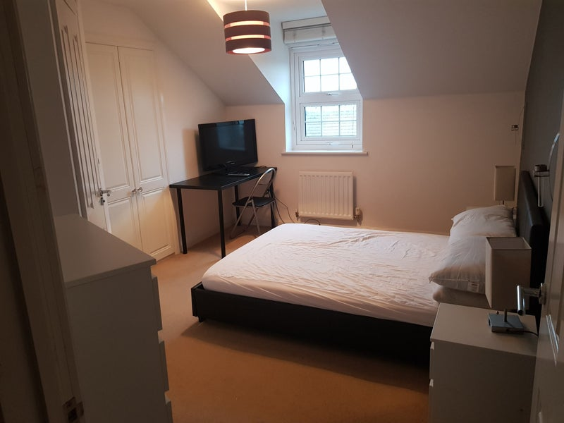 Ensuite Double bedroom in West Peacehaven Main Photo