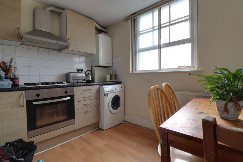 Spacious two bedroom flat in NEWCROSS Main Photo