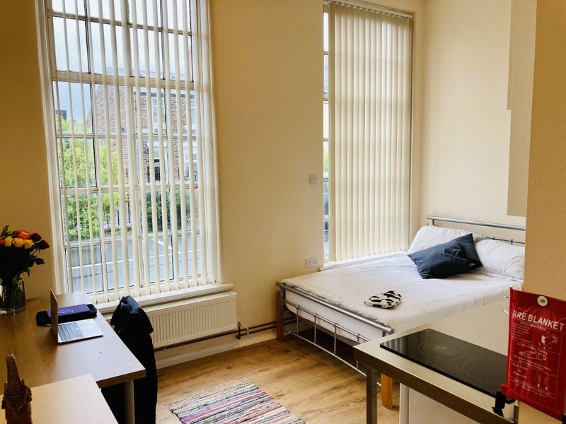 Large Student Studios Available - £85/Week Main Photo