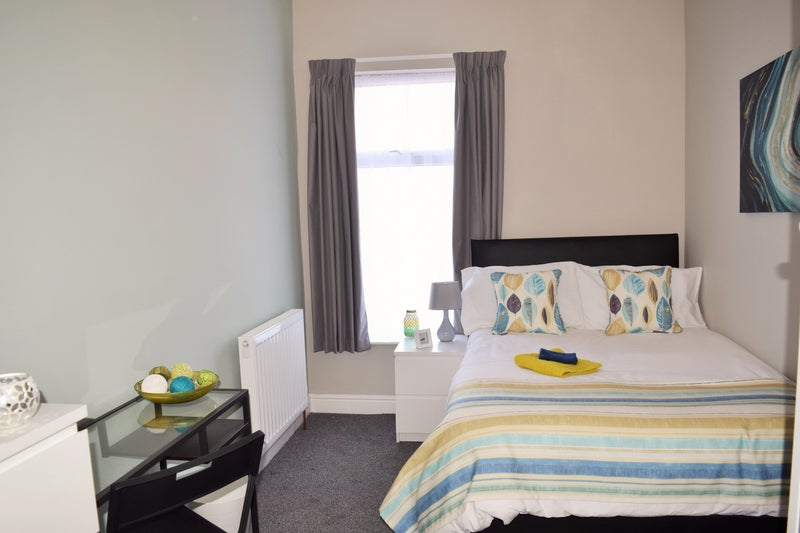Lovely Double Room in Friendly House, Castleford Main Photo
