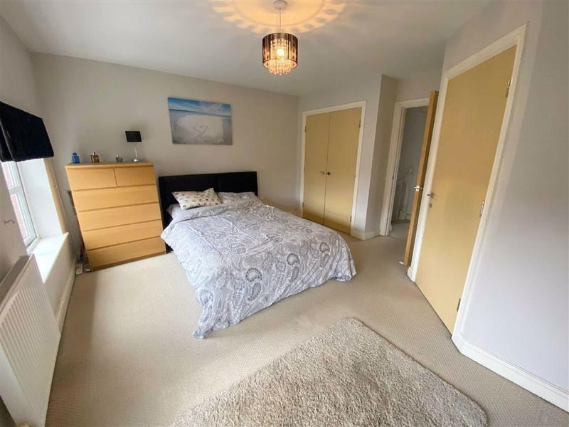 Lovely en suite rooms in Modern House Main Photo