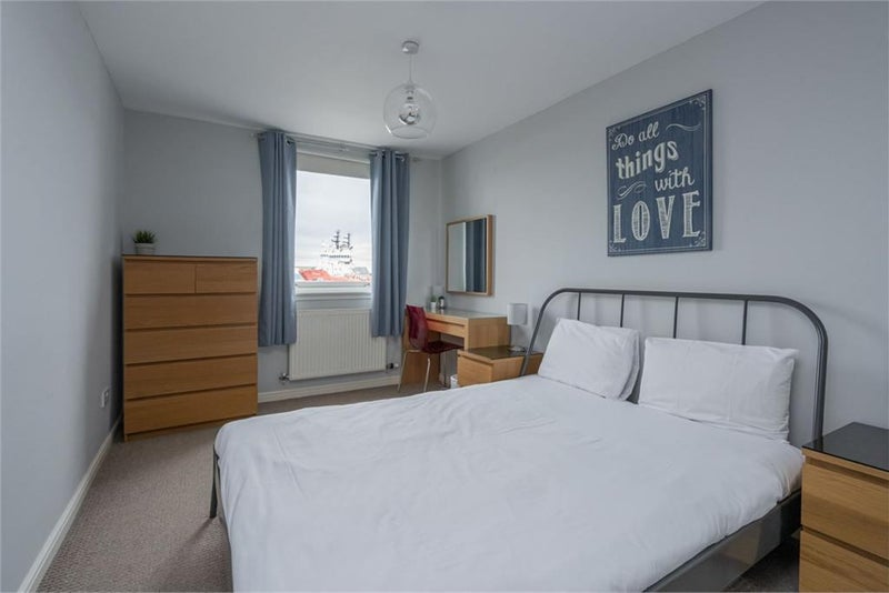 Room in sunny & spacious flat by the Shore, Leith  Main Photo