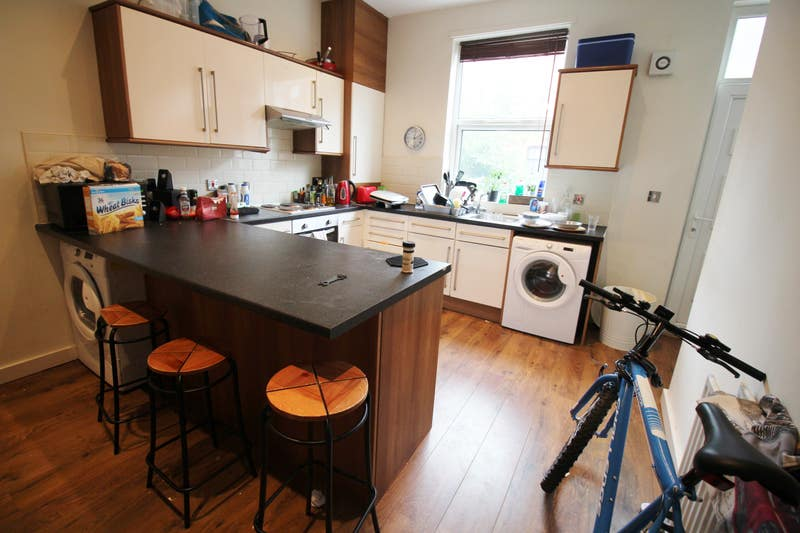Professional House Share Meanwood - July Main Photo