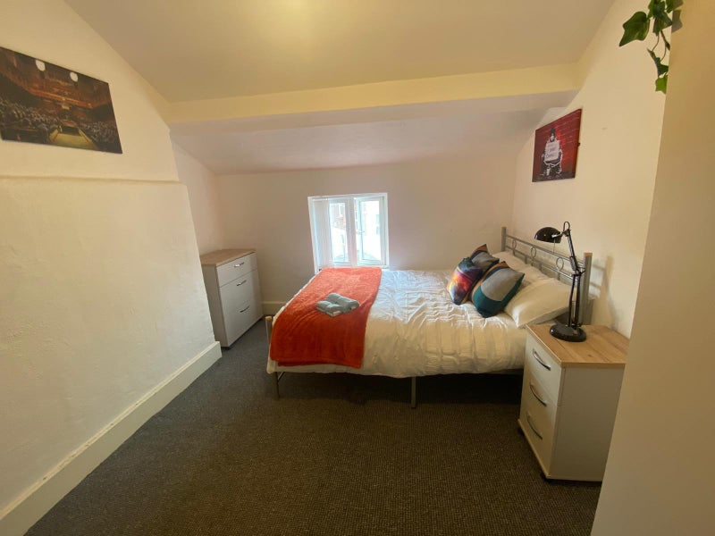 Double Loft Room @ £350 Now. Dbl £325 in April! Main Photo