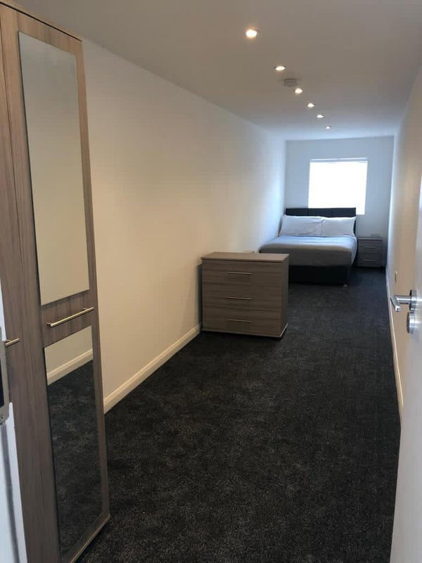 Beautiful New Double Room with shared bathroom!   Main Photo