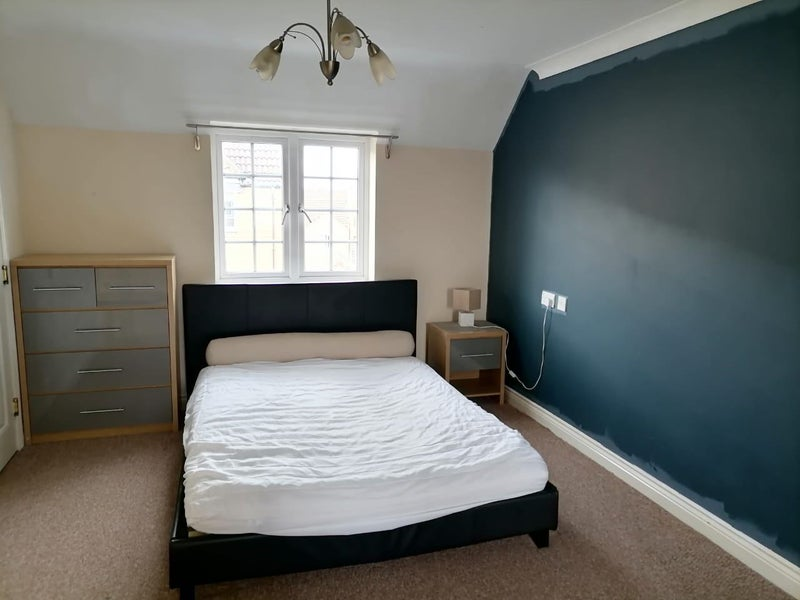 Spacious Rooms available in Sugar Way PE2 Main Photo