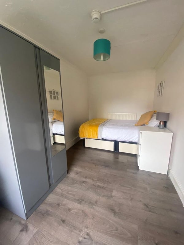 Fantastic Ensuite Room - Close to Heathrow  Main Photo