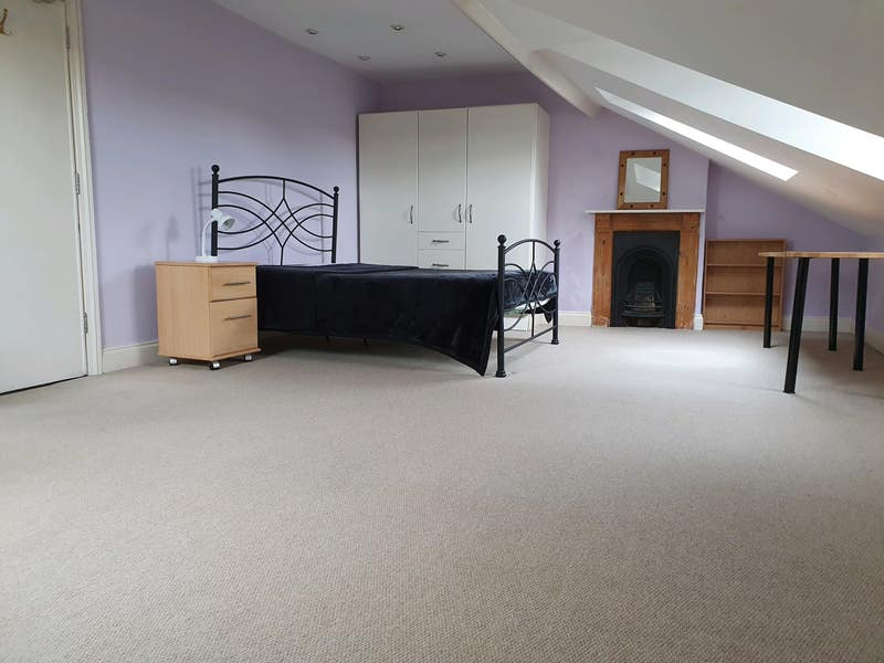 Very Large Attic Room (7.2x4.4m) Fantastic views Main Photo