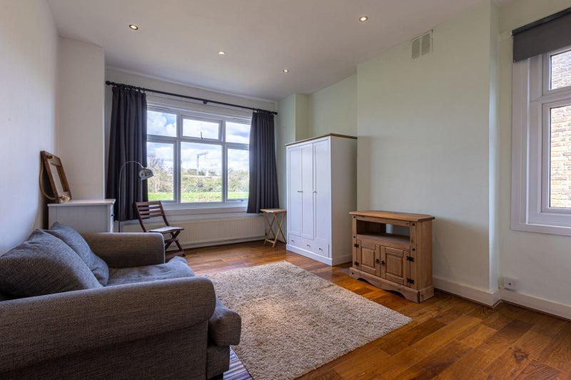 Superb & spacious furnished studio, available now Main Photo