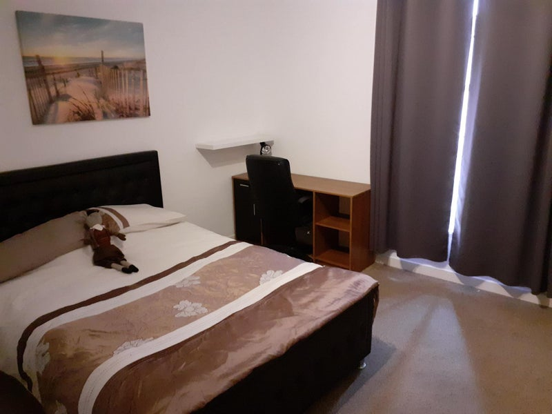 Lovely Double Room / Flat share  Main Photo