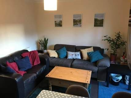 2 rooms available in lovely house with parking  Main Photo