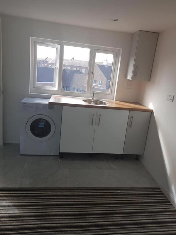 Studio flat in Tolworth Main Photo