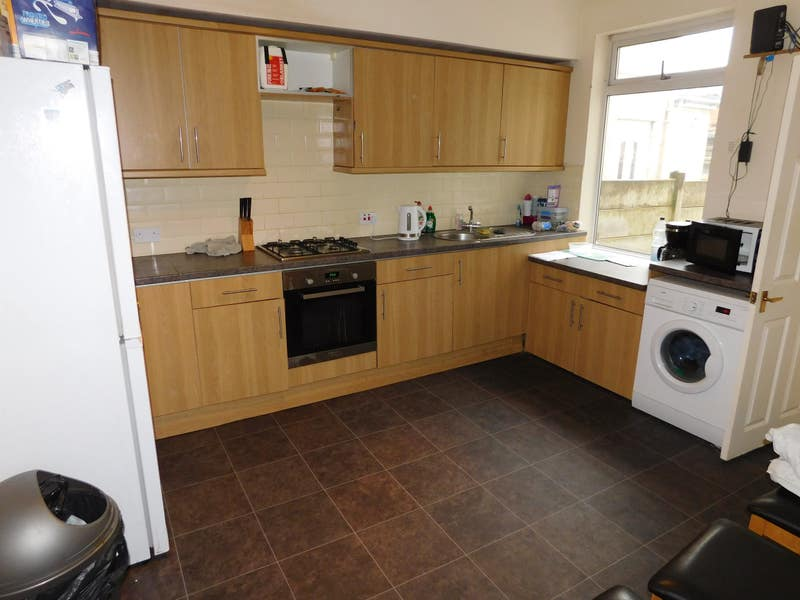 1 Bedroom with Ensuite in a house share Main Photo