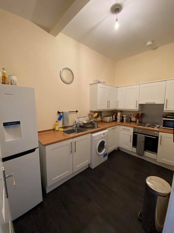 Glasgow West End double bed room in spacious flat Main Photo