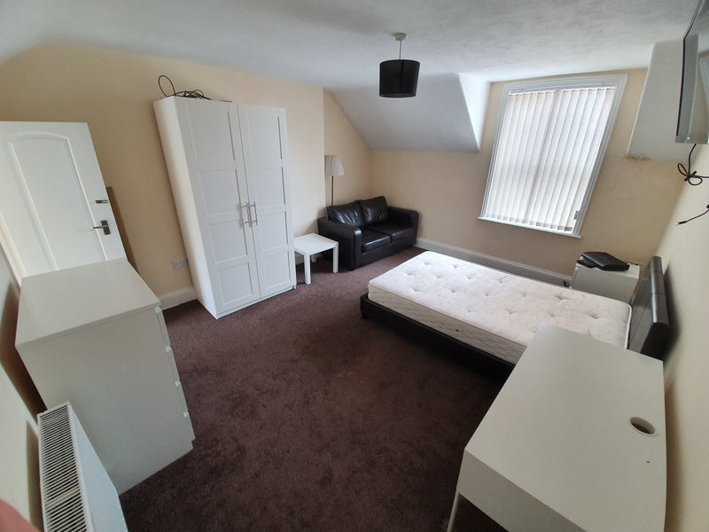 LUXURY 1 Bed spacious Studio flats with en-suite's Main Photo