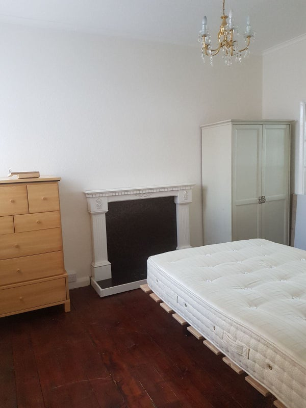 Large Double Room in Social Streatham House Main Photo