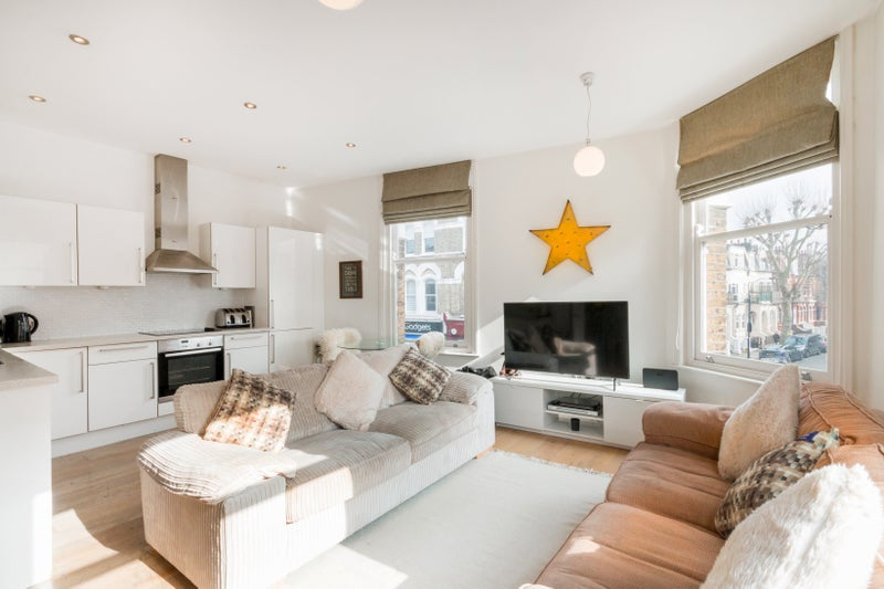 Large Two Double Bedroom Apartment - Fulham Road Main Photo