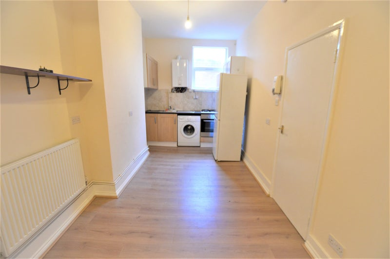Newley Refubished 2 Bed Flat Seven Sisters Main Photo