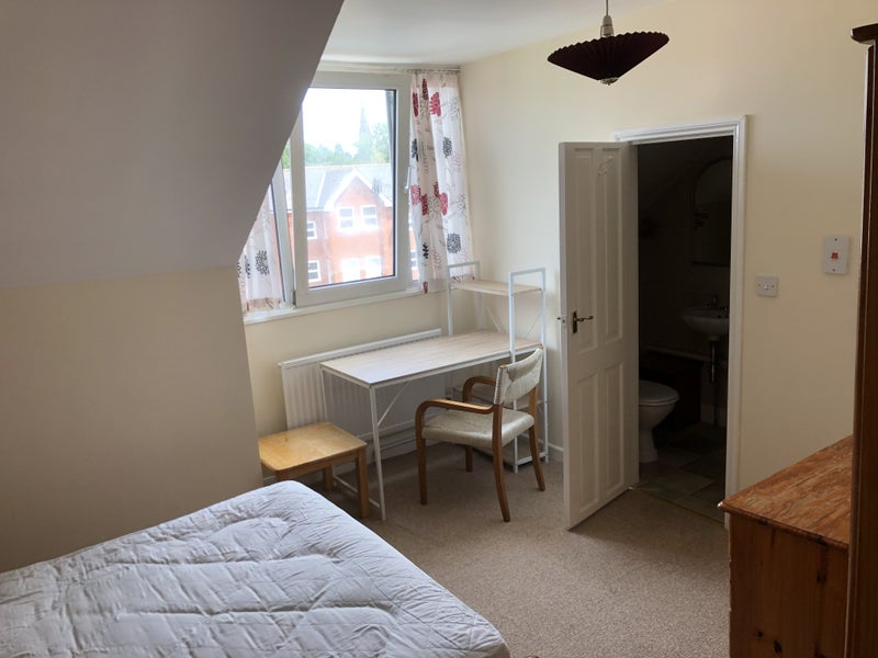 Double Room with En-suite in Exeter Main Photo