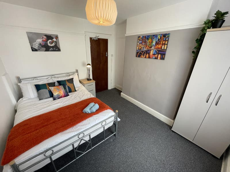Double Rooms for £325 Available Now! Main Photo
