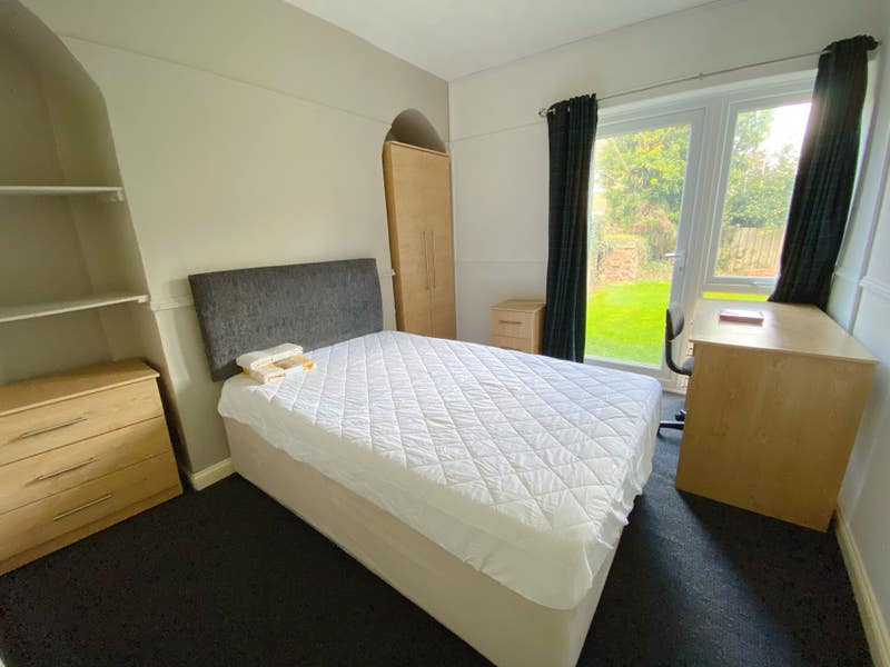 Perfect Location Double Rooms Main Photo