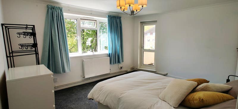 Huge Room w/balcony in Wimbledon! Main Photo