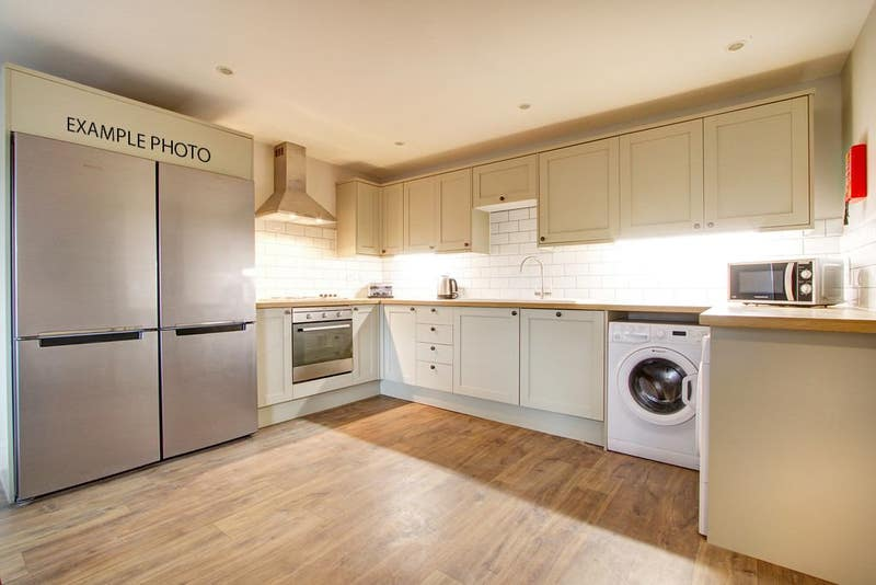 Amazing 4 bed flat in unbeatable location! Main Photo