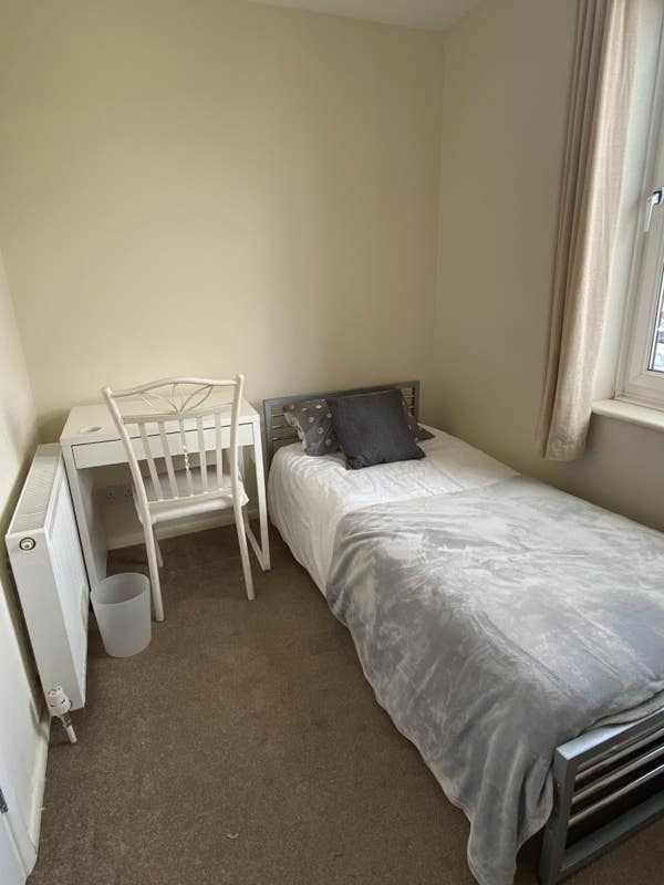 Single  room close to town with own bathroom  Main Photo