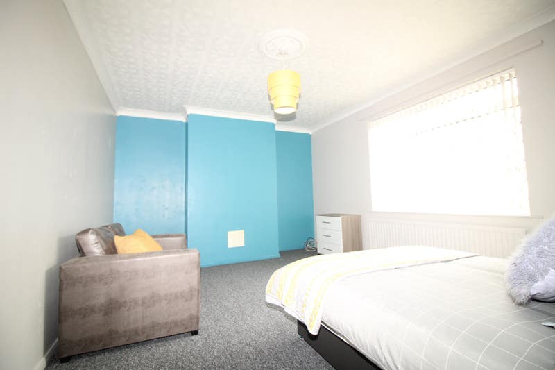 Refurbished Rooms Available Newborn Ave Scunthorpe Main Photo