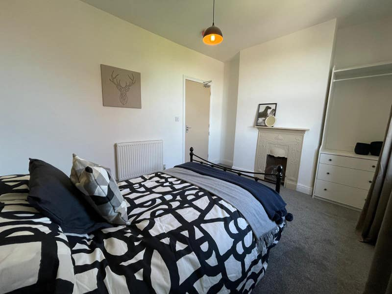 ✦ Newly Refurbished ✦Short Term Let Considered Main Photo