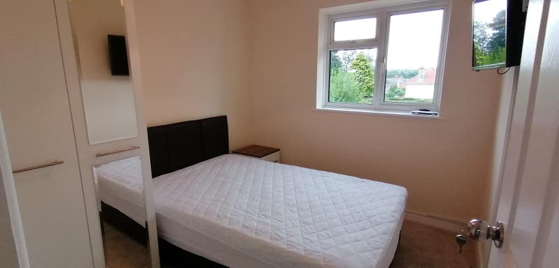 Room Available in Shared House  Main Photo