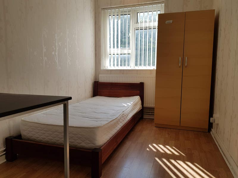 SINGLE room, 5-10min walk from Richmond Station Main Photo