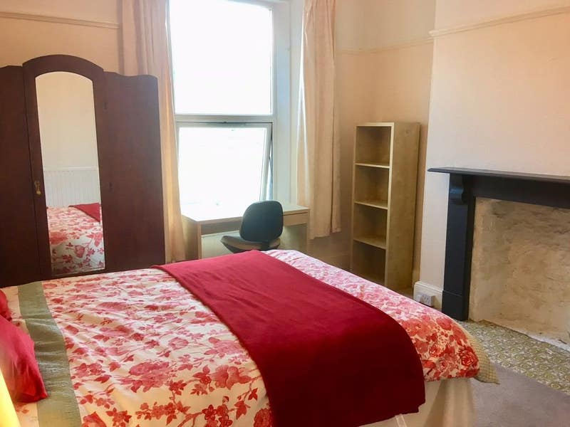 Beautiful double room in central townhouse Main Photo