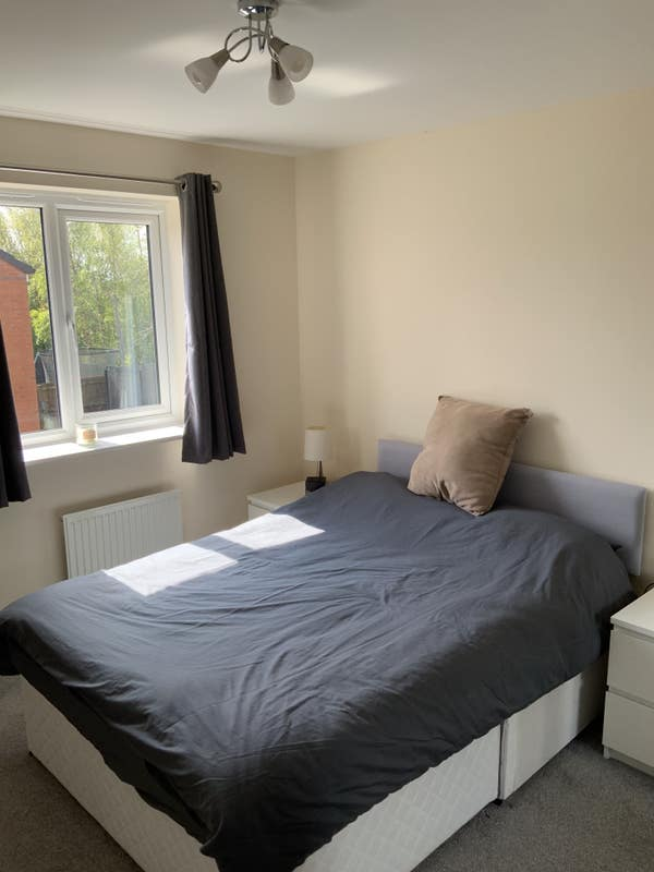 Double bedroom in detached house Main Photo